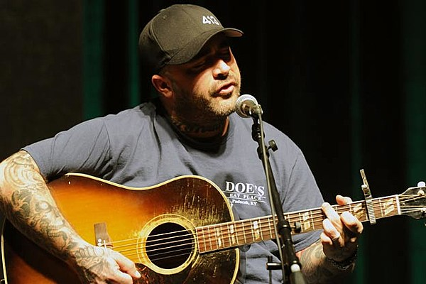 staind singer aaron lewis releases new solo song anywhere but here. Black Bedroom Furniture Sets. Home Design Ideas