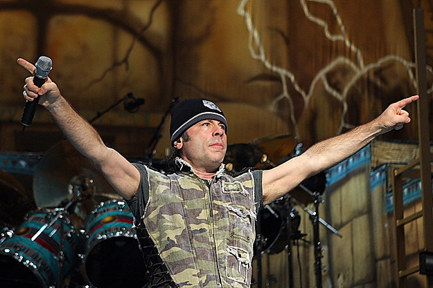 Iron Maiden&#39-s Bruce Dickinson Calls Out Texting &#39-Wanker&#39- at ...