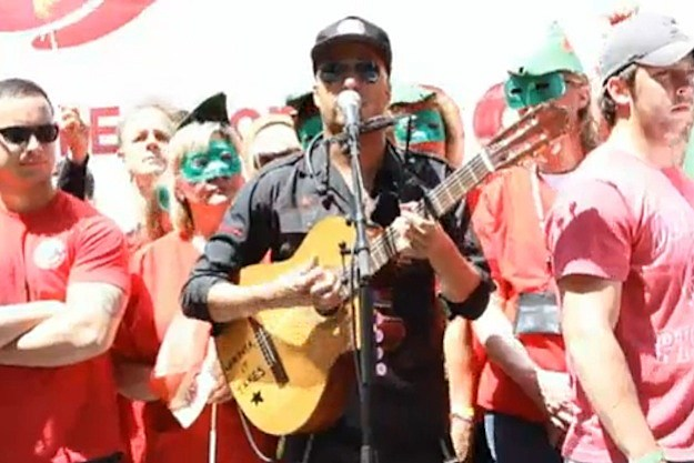 Tom Morello Nurses Rally