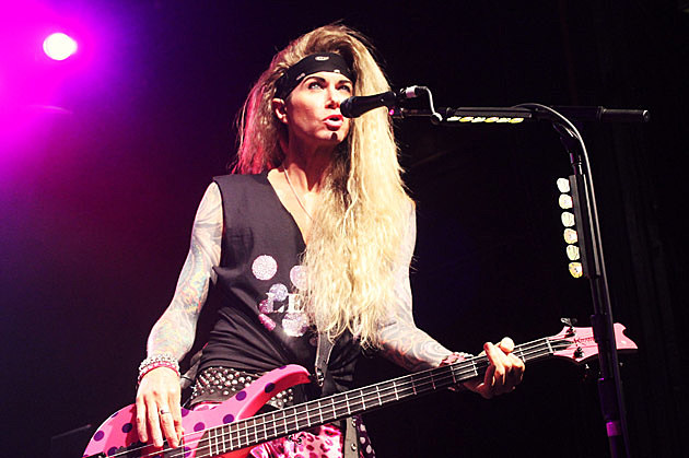 steel panther time travel to new york city in their supersonic sex machine. Black Bedroom Furniture Sets. Home Design Ideas