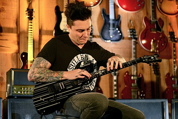 Avenged Sevenfold S Synyster Gates Wows Fans At Master Class