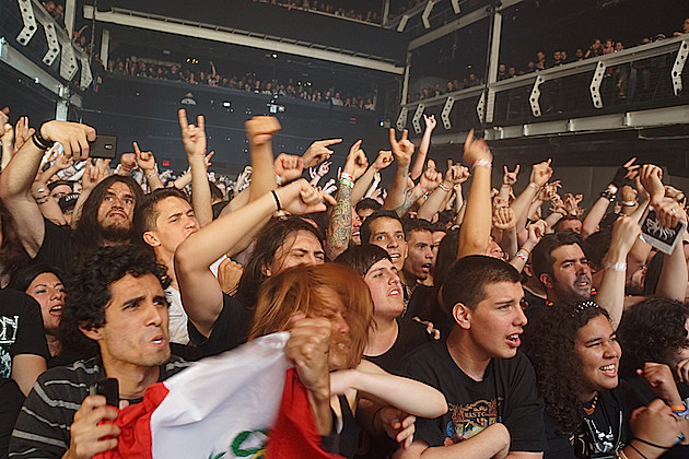 Gojira Crowd