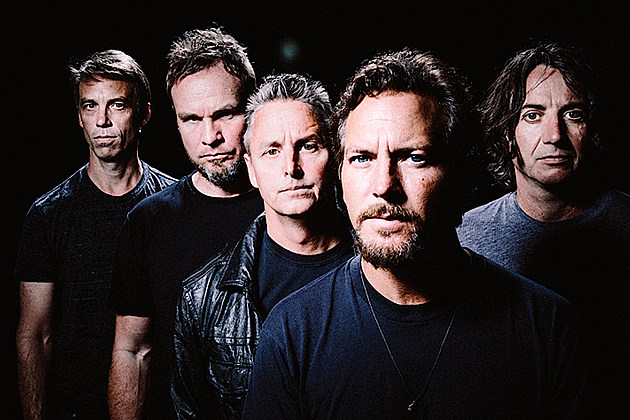 pearl jam help raise 300000 for flint water crisis
