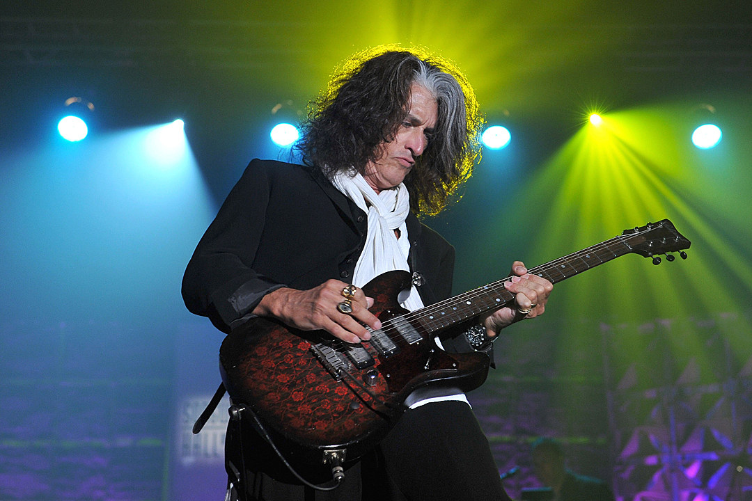 Report: Aerosmith Guitarist Joe Perry Rushed to Hospital After Collapse [Update]