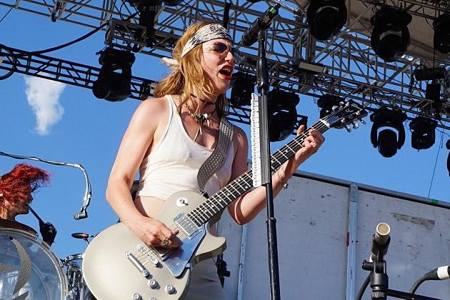 Halestorm rock 2015 loudwire music festival photos video - Lzzy hale boyfriend ...