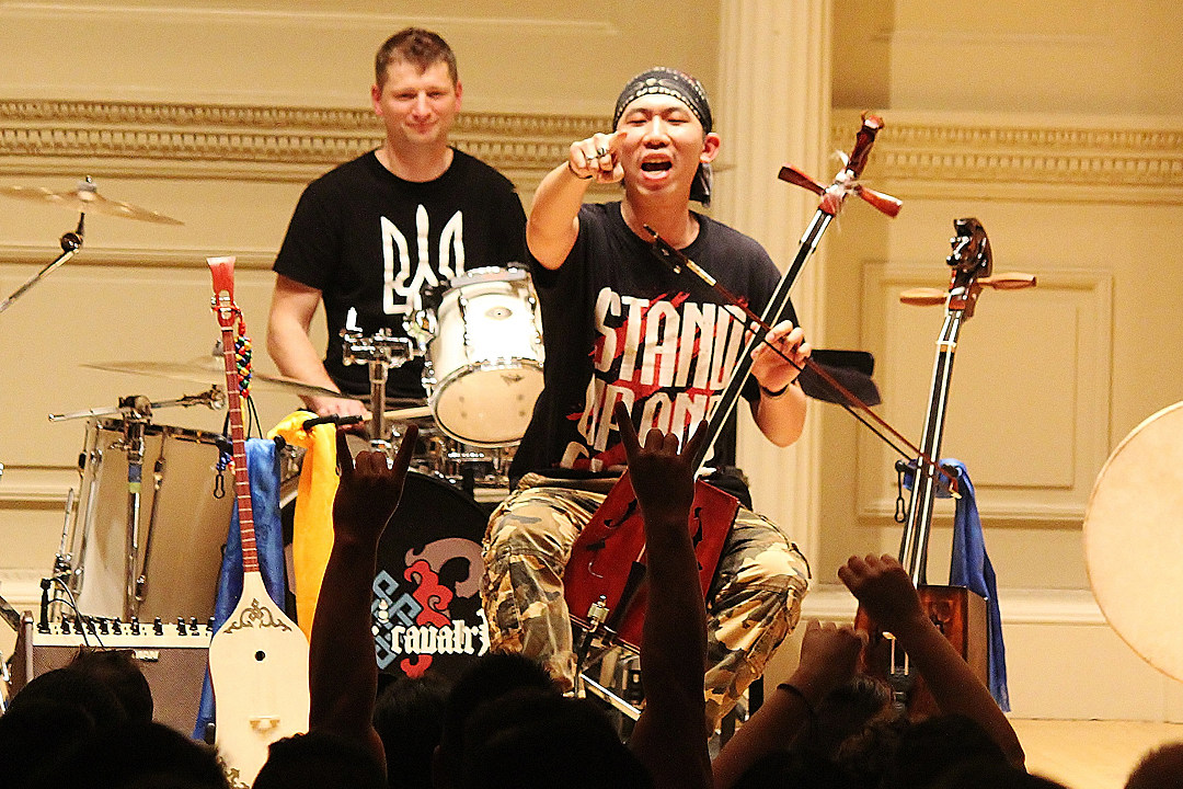 Tengger Cavalry Unleash Covers of Avril Lavigne's 'My Happy Ending' + 'Sk8r Boi'