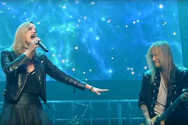 halestorm 39 s lzzy hale performs with trans siberian orchestra. Black Bedroom Furniture Sets. Home Design Ideas