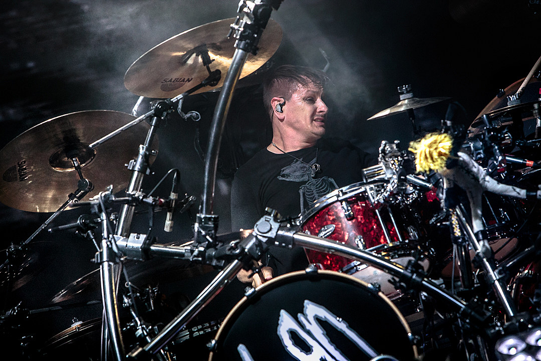 Korn Drummer Ray Luzier Wears Band's Branded Facial Mask to Store