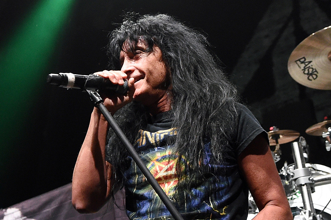 Anthrax's Joey Belladonna Sings National Anthem at Chicago Cubs Game