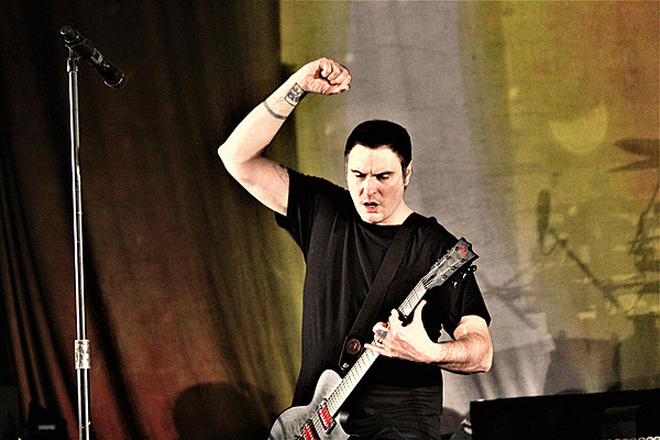 breaking benjamin 39 s 39 i will not bow 39 reaches double platinum certification. Black Bedroom Furniture Sets. Home Design Ideas