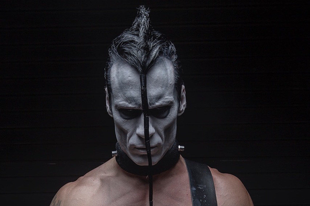 Doyle Only Does Meet and Greets Because 'Scumbags' Steal Music, Praises Taylor Swift
