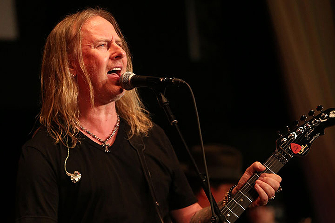 Alice in Chains' Jerry Cantrell Joins 'Dark Nights: Metal' Soundtrack With 'Setting Sun'