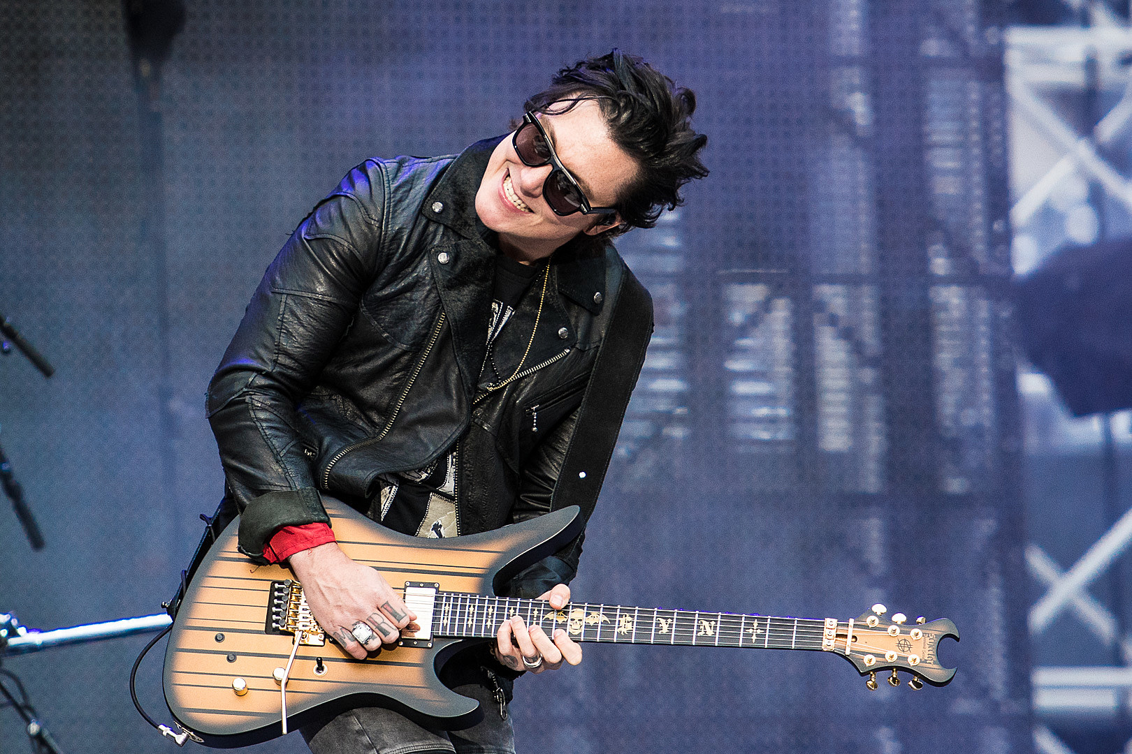 Synyster gates introduces synyster gates online guitar school solutioingenieria Gallery