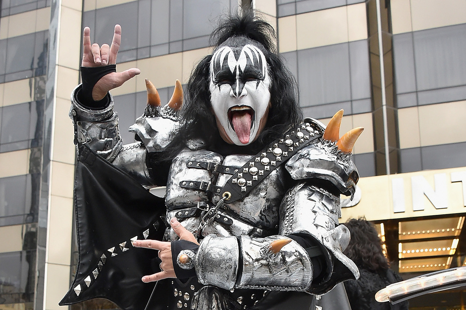 Gene Simmons withdraws trademark application for hand gesture