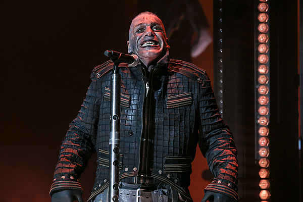 rammstein bring 39 feuer 39 to the ocean for spectacular jones beach gig. Black Bedroom Furniture Sets. Home Design Ideas