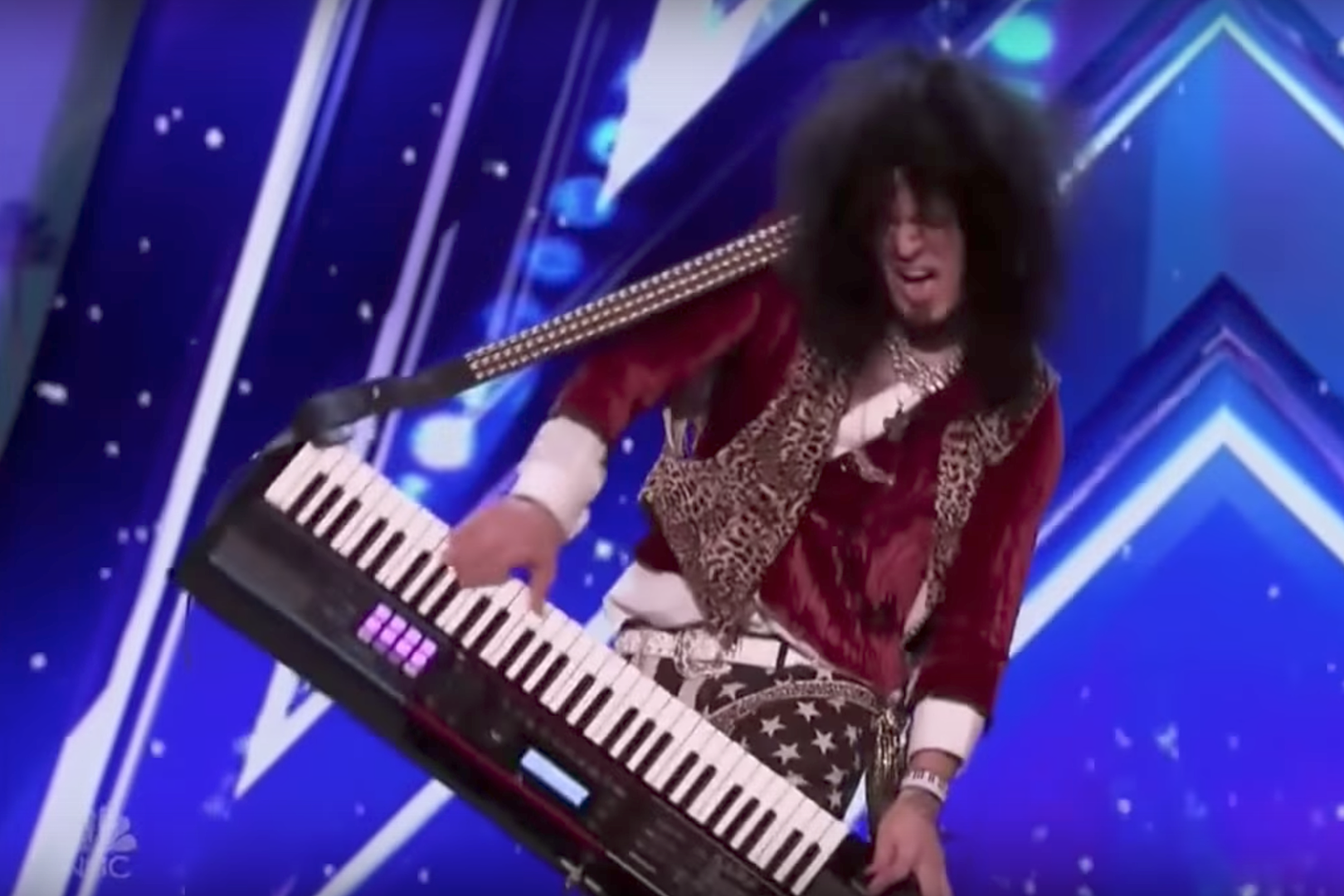 Hair Metal Pirate Covers Joan Jett + Shreds Keytar for