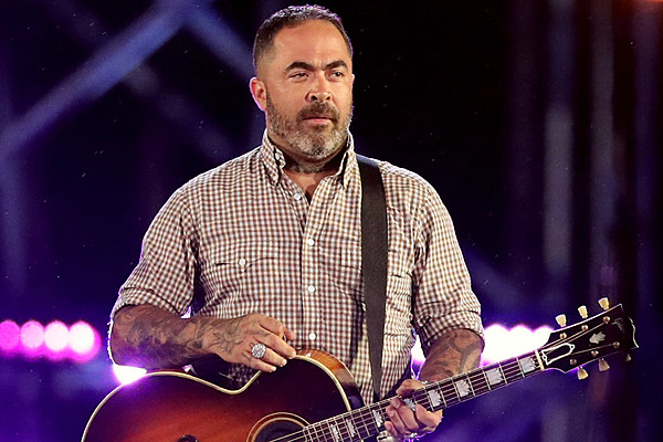 staind 39 s aaron lewis joins johnny cash poems project. Black Bedroom Furniture Sets. Home Design Ideas