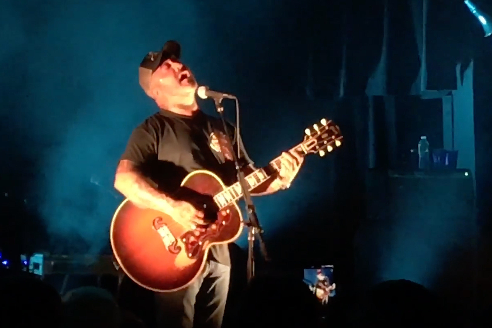 Aaron Lewis Dedicates Staind's 'Something to Remind You' to Linkin Park's Chester Bennington