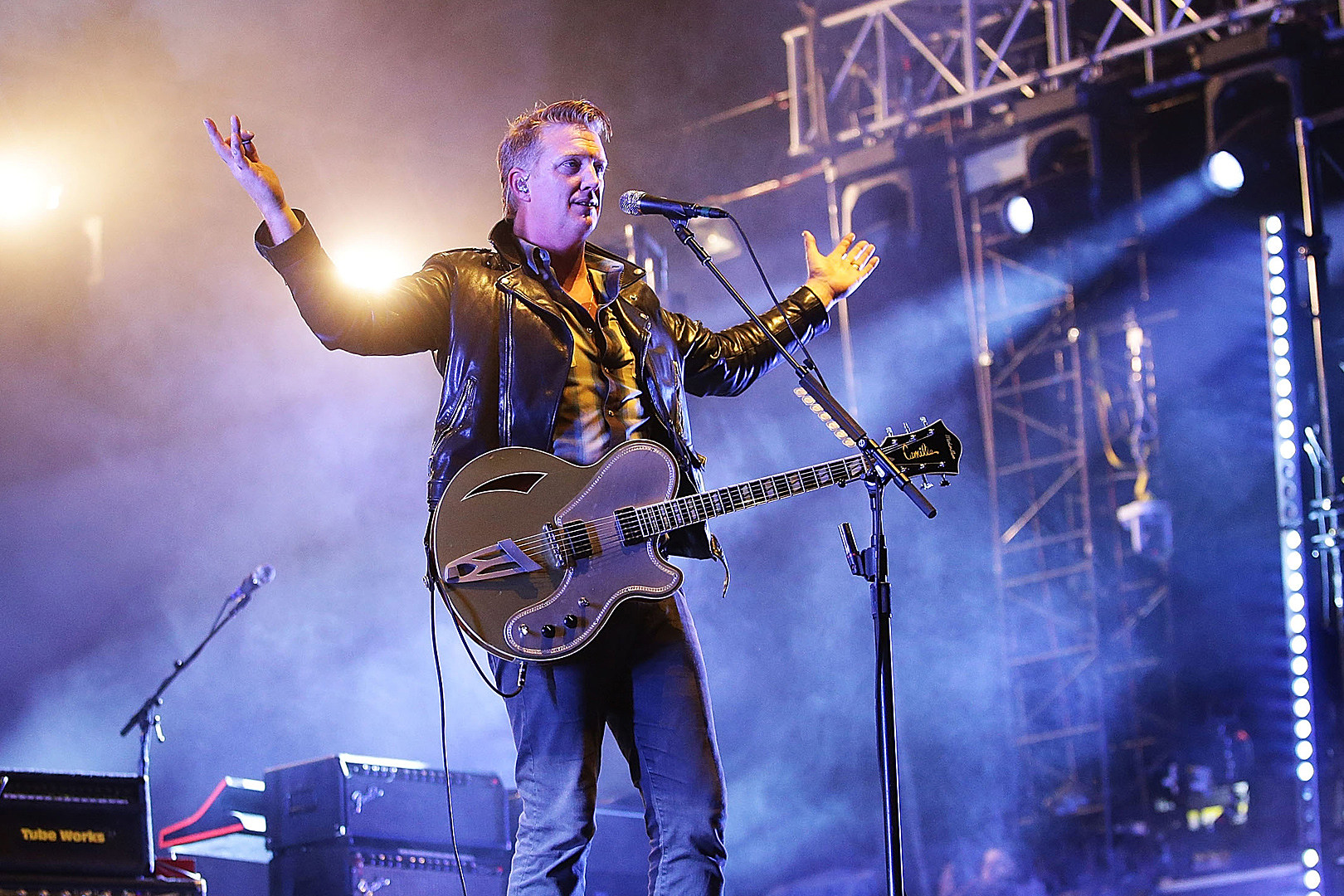 Watch Queens of the Stone Age Frontman Josh Homme Challenge Security at Mad Cool Festival   The Rock of Rochester