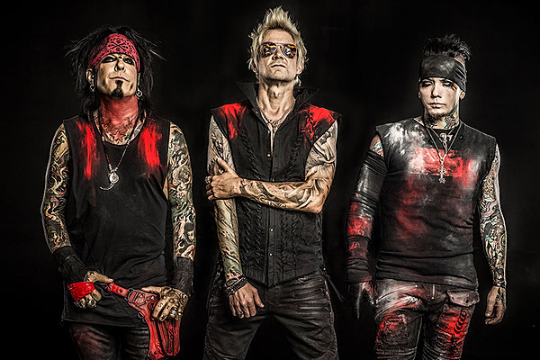 a review of the heroin diaries by nikki sixx Authorlink is a leading source of book publishing, bookselling, industry news, book reviews, bestsellers, author interviews, writing insights and more.