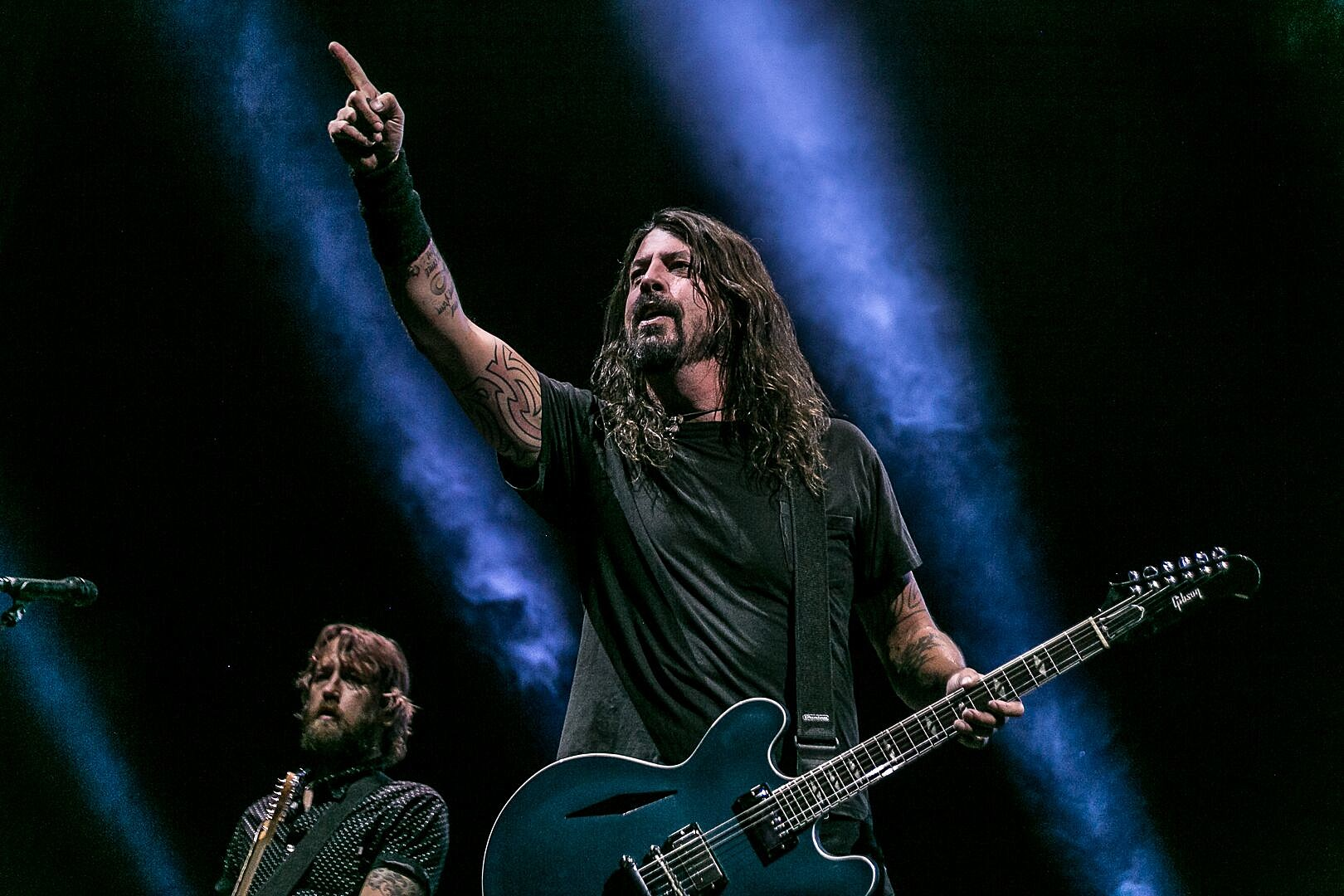 Foo Fighters Boot Stage Crasher With Humor, Plus News on Megadeth, Smashing Pumpkins + More