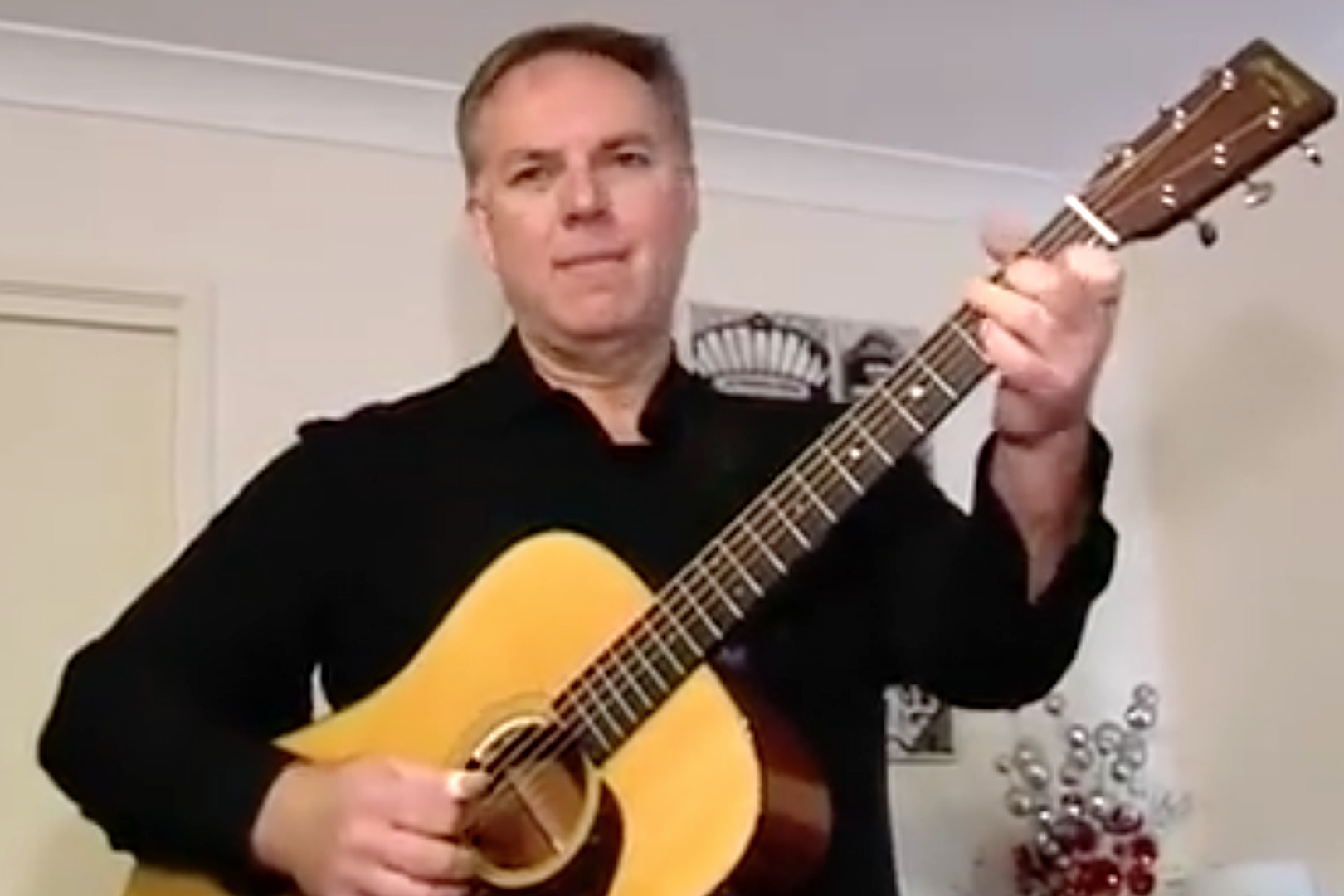 Australian Guitarist Plays for 125 Hours to Break World Record