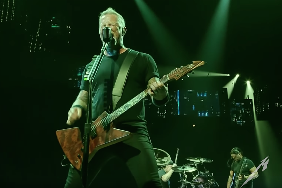 watch metallica play no leaf clover for the first time since 2011 - Metallica Christmas Songs