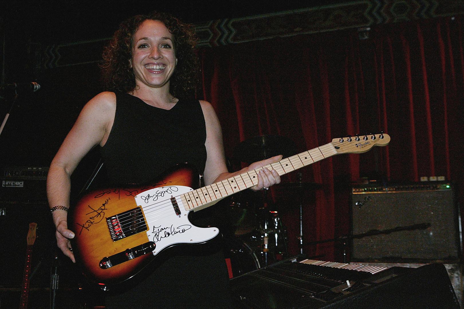 Report: Fender Study Reveals Women Make Up 50 Percent of Beginning Players