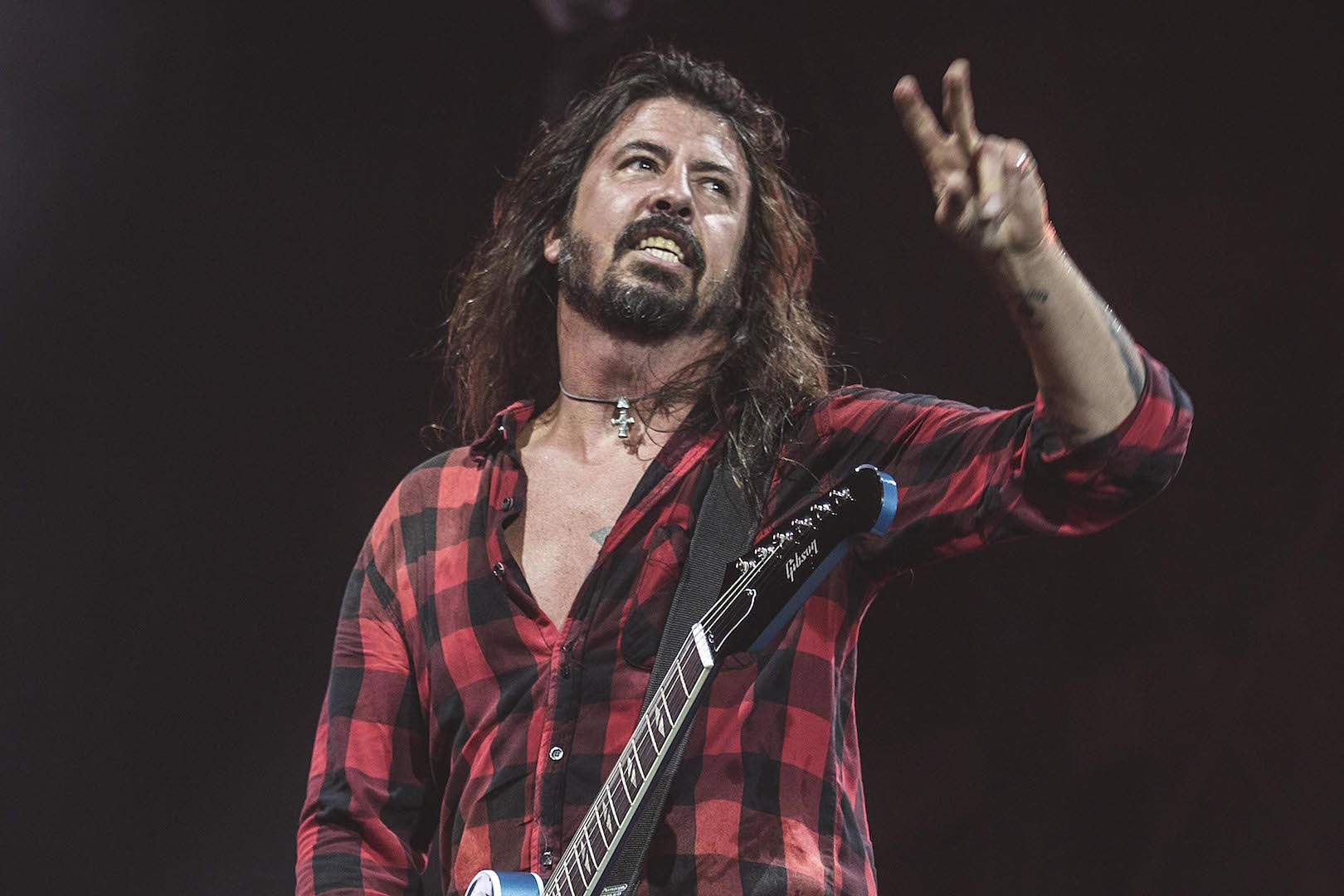 Good Guy Dave Grohl Cooks BBQ for California Firefighters