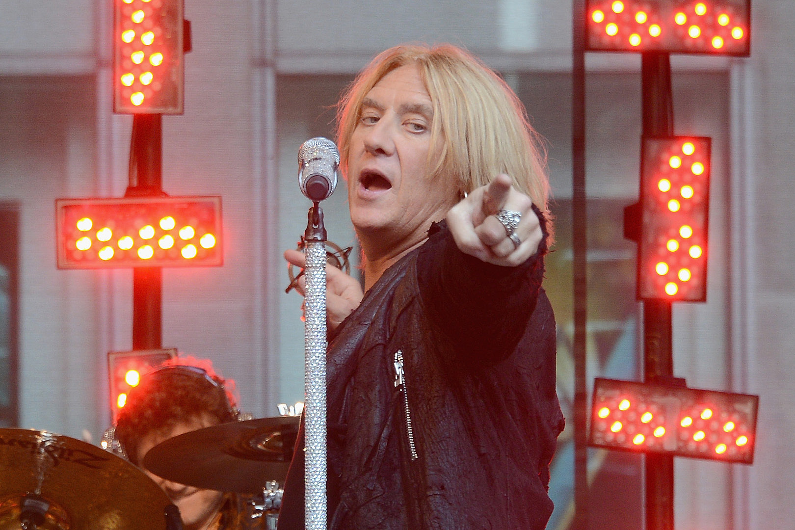 Def Leppard to Release First Ever Live Recording From Pete Willis Era