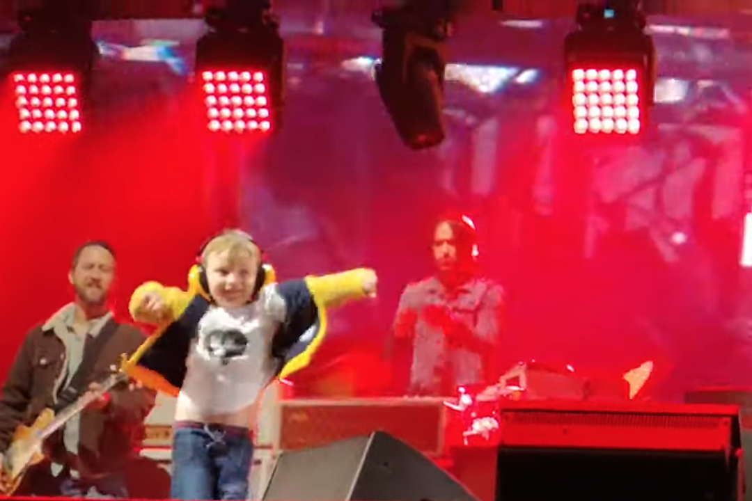 5-Year-Old Goes Totally Nuts Dancing Onstage At Foo Fighters Show