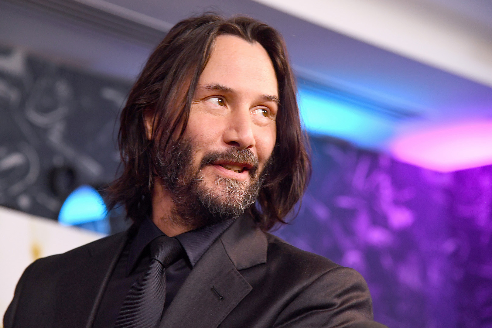 Keanu Reeves Shows Off Shiny Guitar in Use for 'Bill & Ted' Sequel