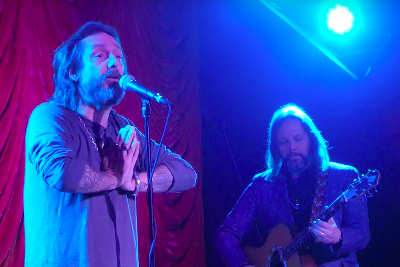 The Black Crowes' Chris Robinson Asks Noisy Crowd to 'Shut the F–k Up'